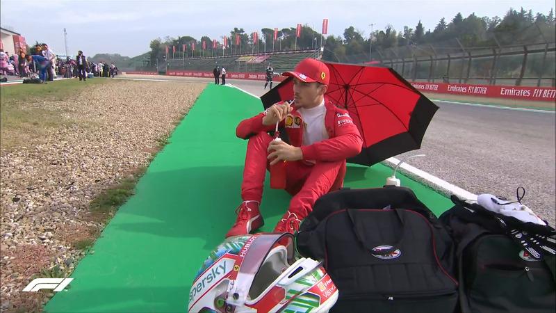 Leclerc, relajado antes de la carrera.