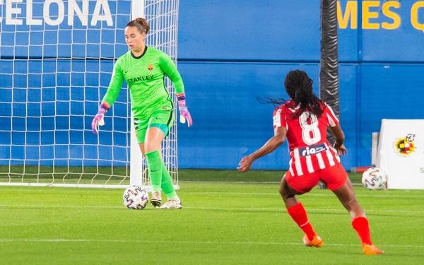 Cata Coll, clave hoy en el récord de imbatibilidad al para un penalti a Duggan FOTO: FCB