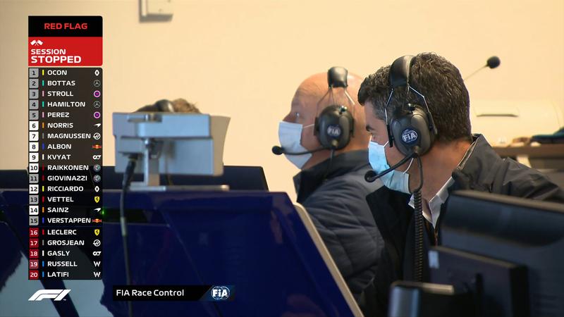Michael Masi, el Director de Carrera, ha parado la sesión. Ahí también se ve la clasificación de la Q1 en el momento en que se ha detenido la sesión.