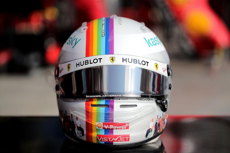 El precioso casco que luce Sebastian Vettel este fin de semana (@ScuderiaFerrari)