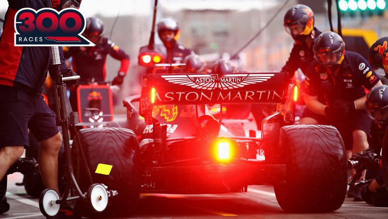 La de hoy es la carrera número 300 de la historia de Red Bull en la Fórmula 1. Verstappen sale segundo y Albon, cuarto.