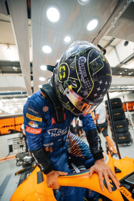 Se sube a su monoplaza Lando Norris. Los McLaren pueden clasificar hoy por delante. (@McLarenF1)