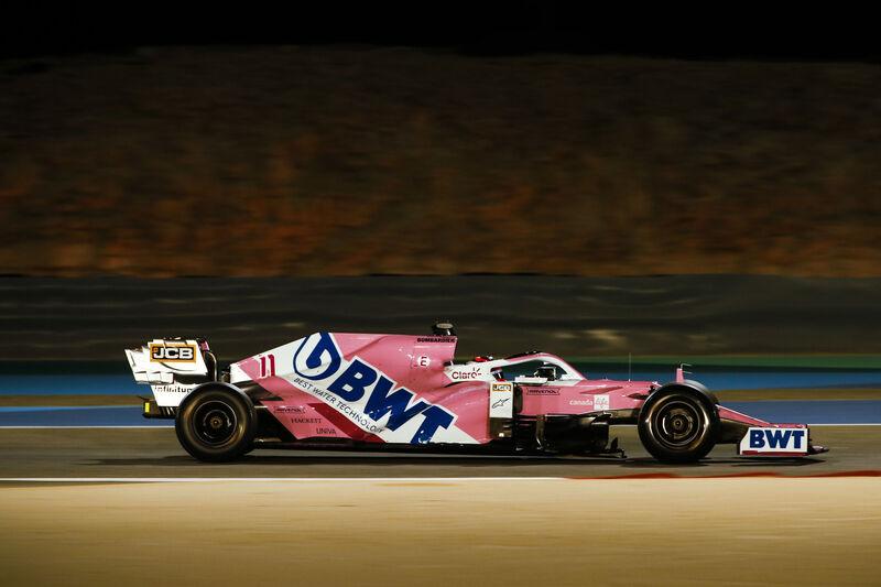 Checo Pérez está en el orden del día en la F1. En esta imagen, durante la FP2 de ayer. (@RacingPointF1)