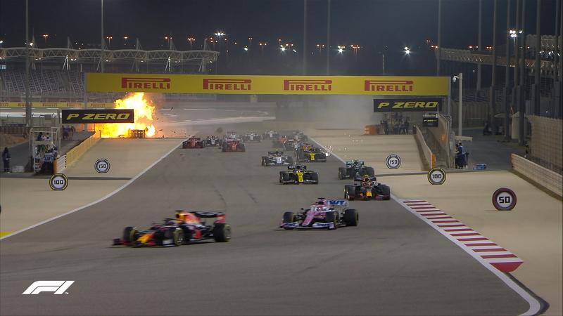 El momento en que se nos paró el corazón. El coche de Grosjean se ha hecho prendido fuego al impactar contra la barrera de protección.
