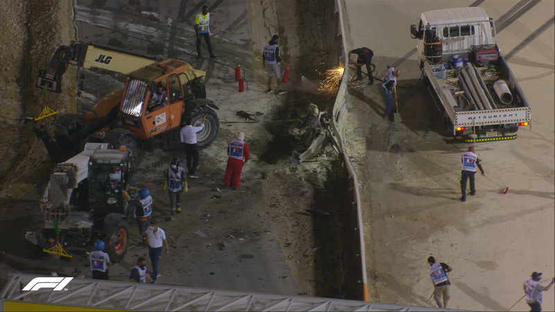 Así ha quedado la barrera de protección tras el impacto de Grosjean. En esta imagen, de hace unos minutos, ya se estaba trabajando para arreglarla.
