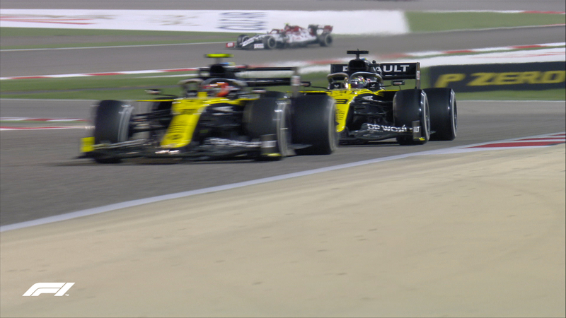 Una de las imágenes que más se ha repetido en este GP: los dos Renaults, rodando muy juntos