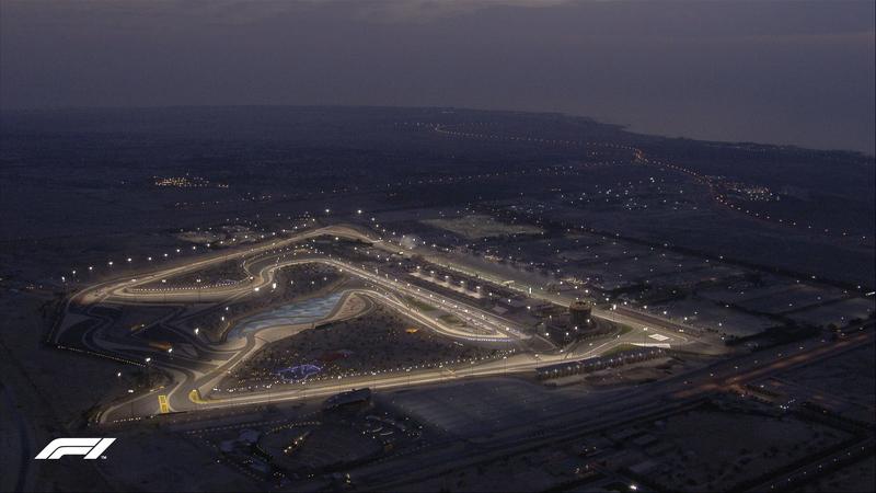 Así de bonito se ve el Bahrain International Circuit bajo las luces del atardecer en Sakhir. (@F1)