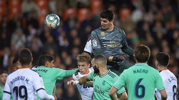 Courtois fue decisivo en el 1-1 de la temporada pasada. Remató un córner en el último minuto que supuso el empate de Benzema