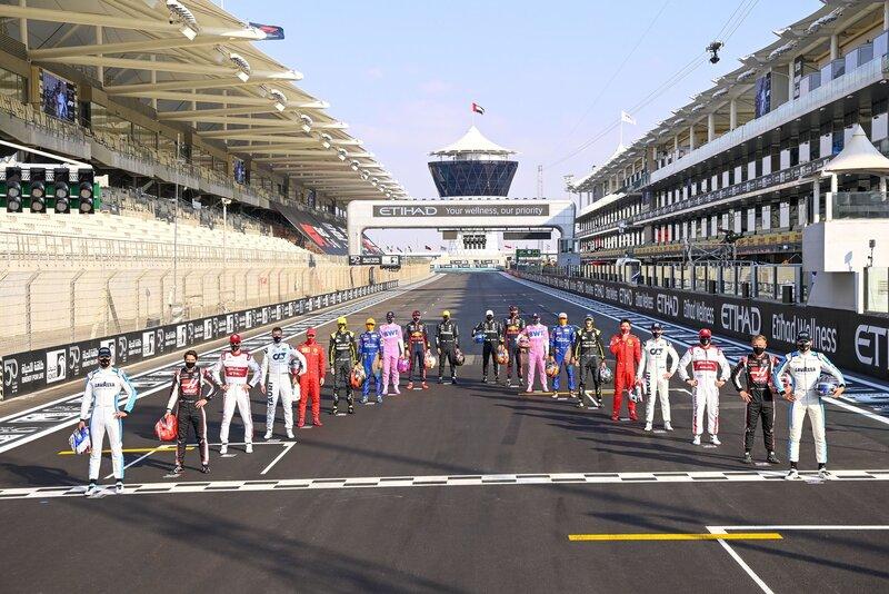 La clase de 2020 de Fórmula 1 (@MercedesAMGF1)