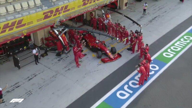 Guardia de honor para Sebastian Vettel la última vez que sale del garaje de Ferrari