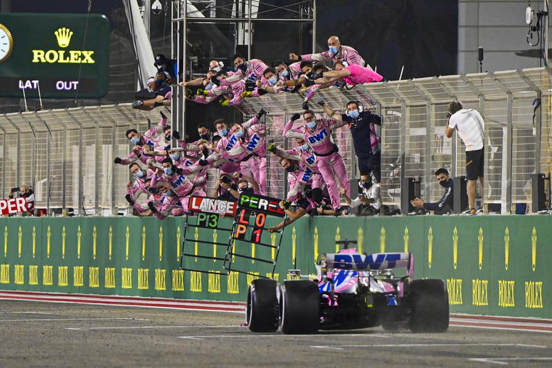 La euforia en Racing Point cuando Pérez ha cruzado la línea primero. (@RacingPointF1)