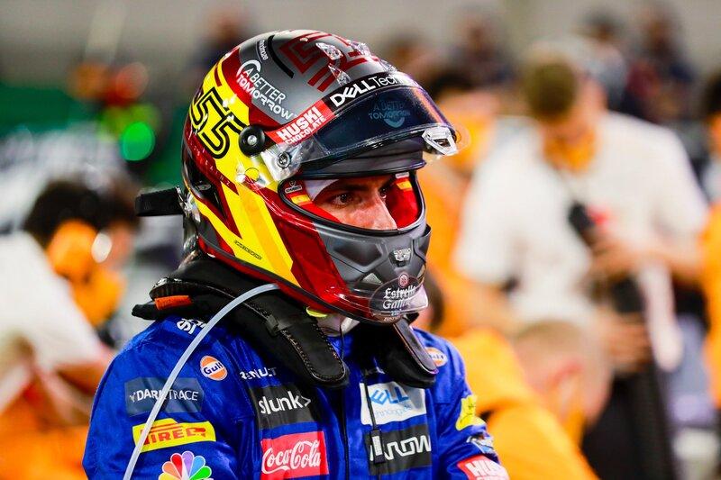 Sainz, concentrado antes del inicio. (@McLarenF1)