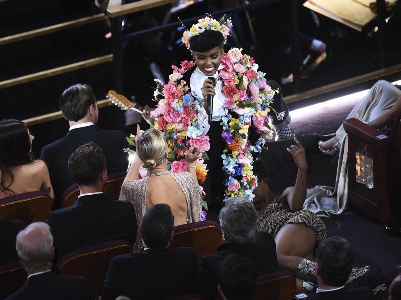 Janelle Moane en su actuación durante los Oscar 2020