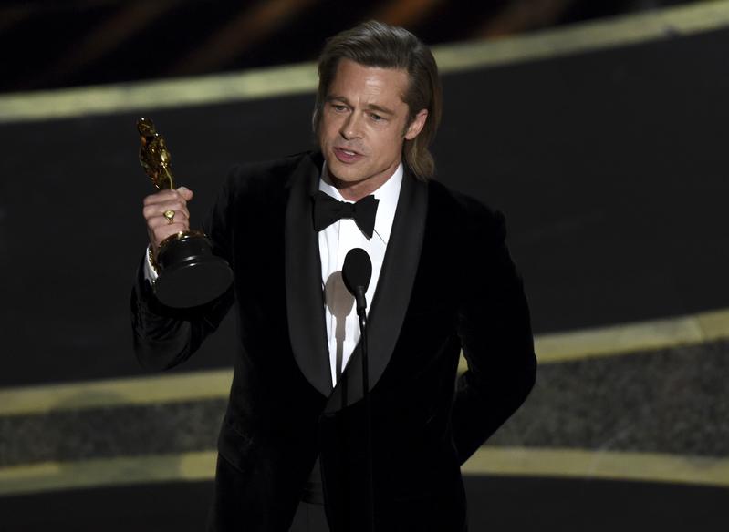 Brad Pitt agradece el Oscar a Mejor actor de reparto (AP)
