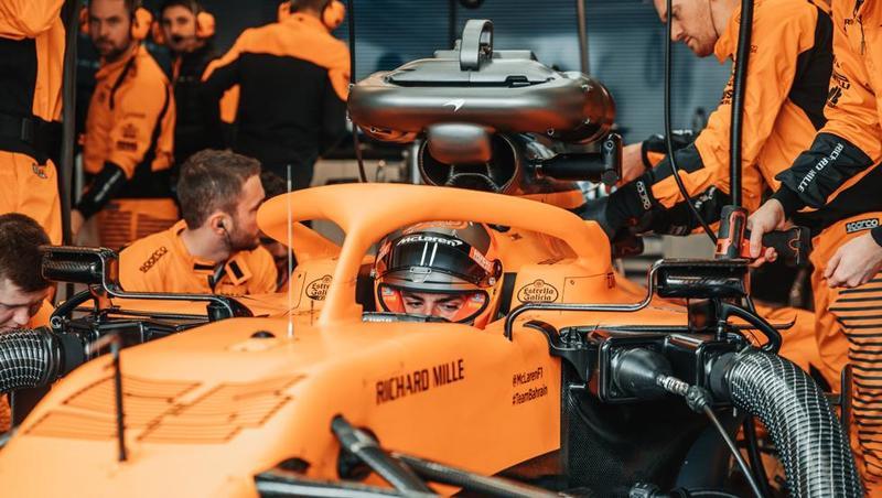 Sainz, con su McLaren MCL35 en Barcelona