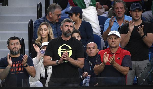 Ulises Badío, Goran Ivanisevic y Marian Vajda aplauden a Novak Djokovic, su pupilo FOTO: AP