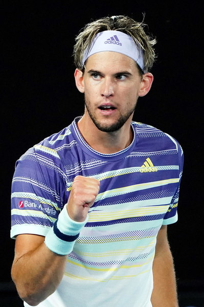 Dominic Thiem, dominando a Novak Djokovic FOTO: EFE