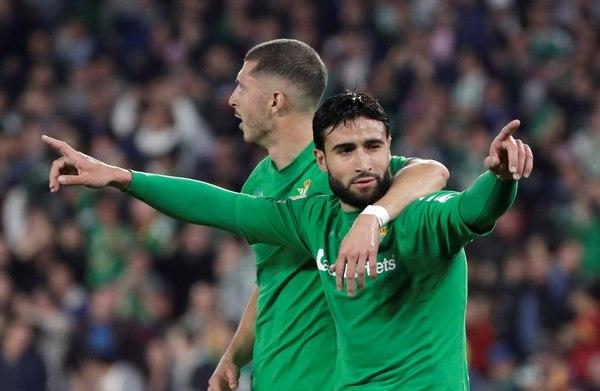 Fekir, el mejor del Betis en la primera parte, celebra su gol que significó el 2-1 FOTO: EFE