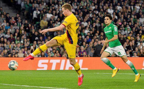 De Jong, en el momento de firmar el 1-1 tras una gran asistencia de Messi FOTO: EFE