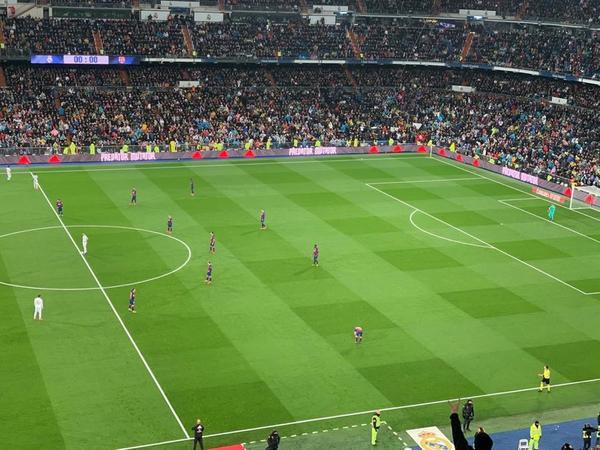En ataque el Barça actúa con un 4-3-3, pero en defensa aplica el 4-4-2 FOTO: EDU POLO