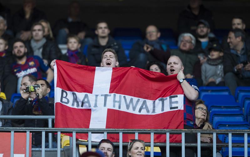 Braithwaite tiene a compatriotas animando en el Camp Nou. Foto: Pere Puntí.