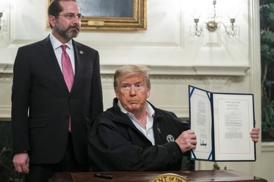 Zelfs Trump wordt bang van coronavirus: waarom Amerikaanse president plots toch noodplan goedkeurt