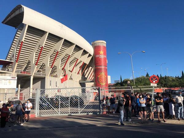 Aledaños del estadio de Son Moix a poco más de dos horas de que dé inicio el Mallorca-Barça FOTO: MANEL MONTILLA