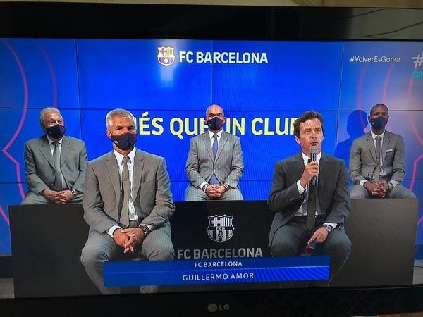 Guillermo Amor, junto al directivo Javier Bordas y el resto de representantes del Barça durante su conexión FOTO: CAPTURA