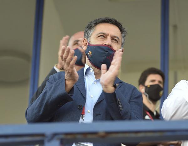 Josep Maria Bartomeu, presidente del FC Barcelona, en el palco del estadio Antonio Lorenzo Cuevas de Marbella FOTO: MANEL MONTILLA