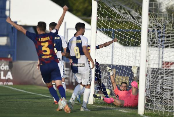 Gol de Monchu para el Barça B, que el Sabadell acabó remontando FOTO: MANEL MONTILLA