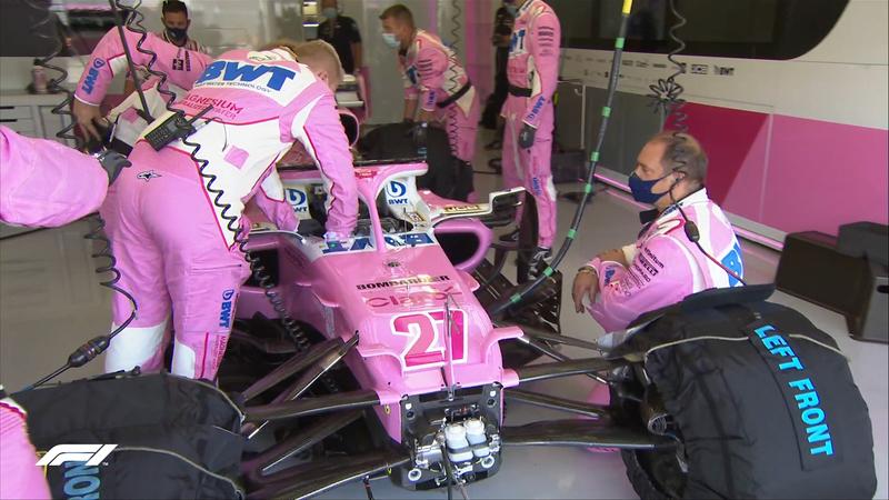 Siguen trabajando los mecánicos de racing Point. Parece que Hulkenberg saldrá desde el pit lane. (@F1)