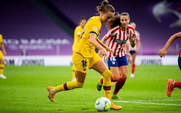 Caroline Graham Hansen siempre desequilibra cuando recibe FOTO: FCB