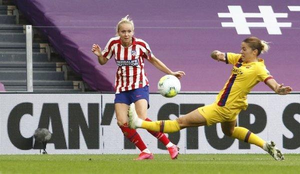 Mapi León sale al corte FOTO: UEFA