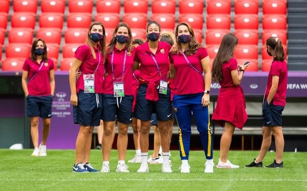 La ilusión de las jugadoras del Barça en el césped de San Mamés FOTO: FCB