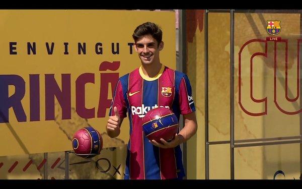 Trincao, sonriente en la presentación FOTO: FCB