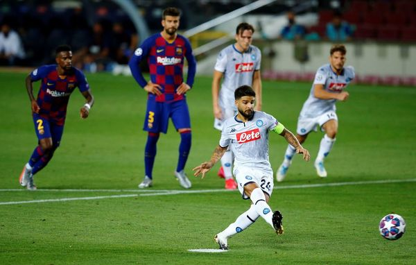Insigne anotando el penalti que significaba el 3-1 justo antes del descanso FOTO: EFE