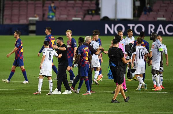 Los jugadores del Barça celebran el pase a los cuartos de final de la Champions FOTO: GETTY