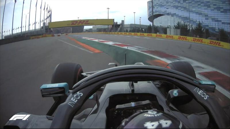 Ojo a los límites de pista en la curva 2. A Hamilton le han invalidado una vuelta por pasar por fuera.