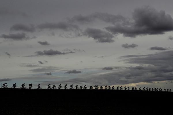 Así está el cielo en Imola... FOTO: AP