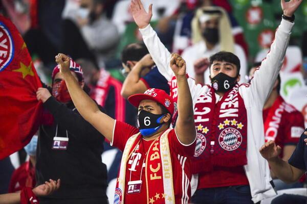 Aficionados del Bayern celebrando el triunfo en las gradas EFE
