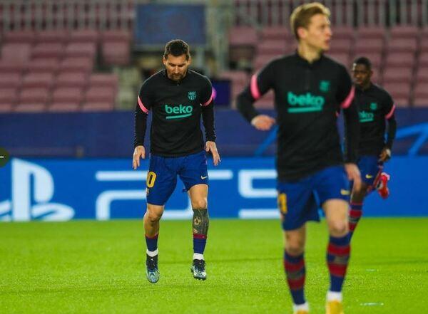 Messi, concentrado, durante el calentamiento previo al duelo con el PSG FOTO: FCB