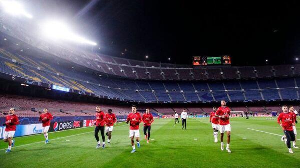Calentamiento del PSG sobre el césped del Camp Nou antes de medirse al Barça FOTO: PSG