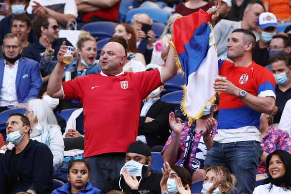 La colonia serbia en Melbourne se hace notar en la grada del Rod Laver Arena FOTO: GETTY
