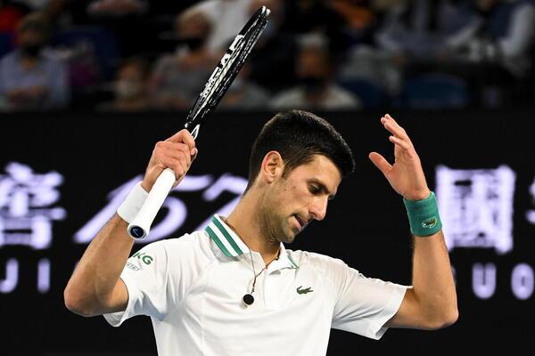 Queja de Novak Djokovic FOTO: EFE
