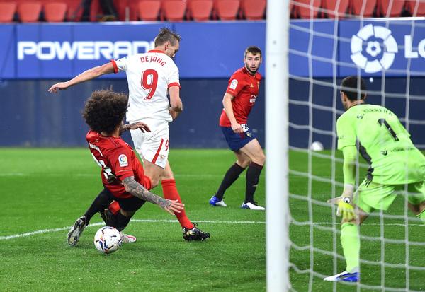 Así marcaba el segundo gol del partido Luuk de Jong