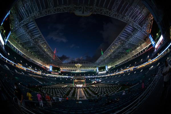 El ring montado en el Hard Rock Stadium de Miami