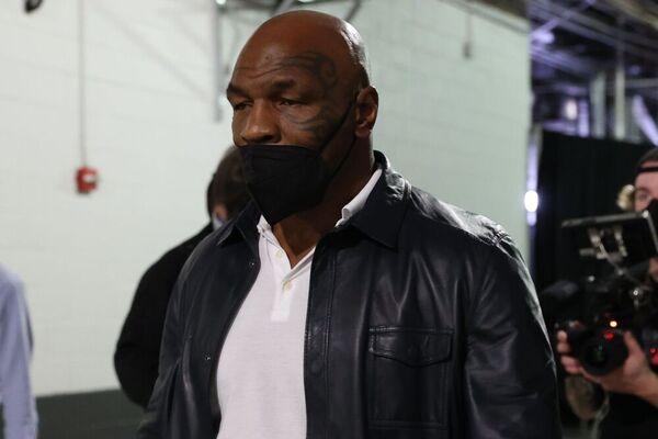 Mike Tyson, ex campeón del peso pesado, a su llegada al Hard Rock Stadium de Miami (Efe)