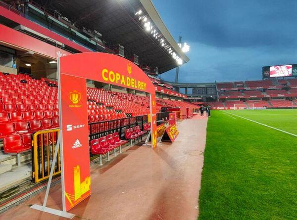 Así luce la tribuna del Nuevo Los Cármenes antes del Granada-Barça FOTO: FCB