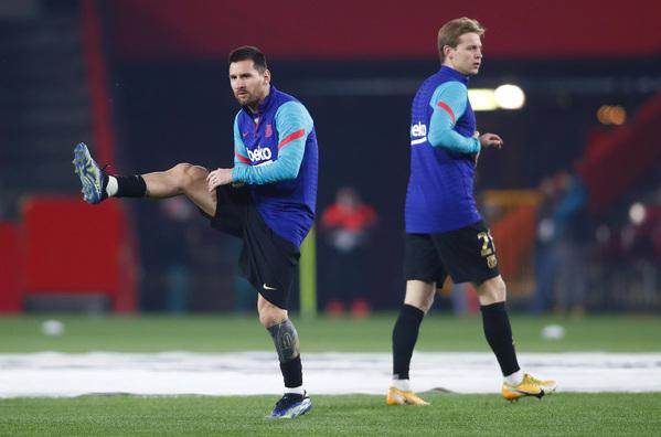 Messi, calentando en el Nuevo Los Cármenes FOTO: GETTY