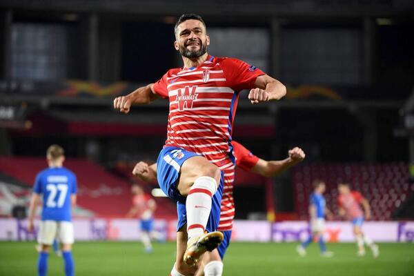 Así celebró Jorge Molina el gol que pone en ventaja al Granada Foto: EFE